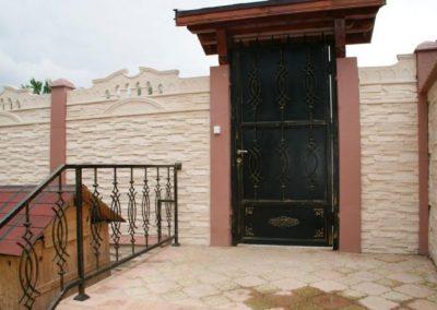 Дворни врати (130)
