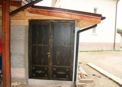 Дворни врати (128)