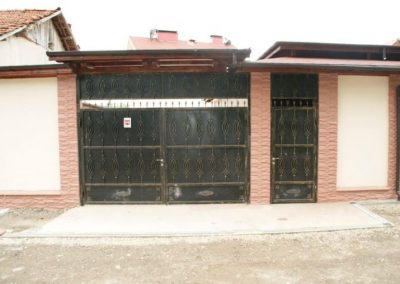 Дворни врати (127)