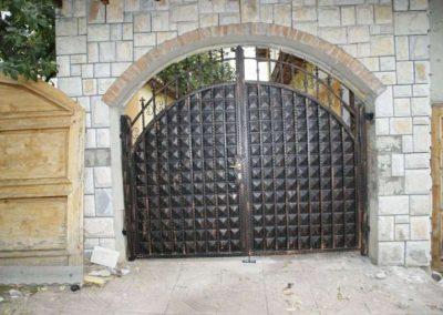 Дворни врати (124)