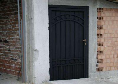 Дворни врати (121)