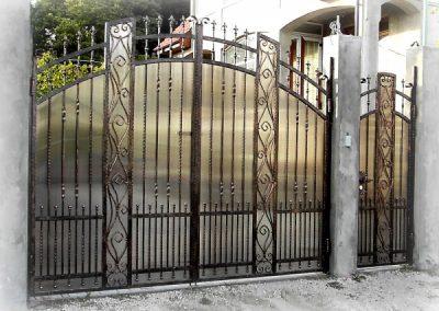 Дворни врати (107)