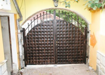 Дворни врати (106)
