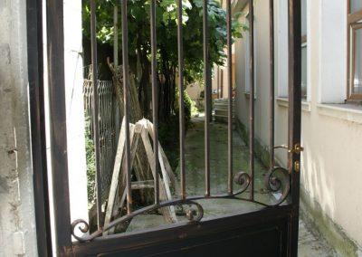 Дворни врати (104)