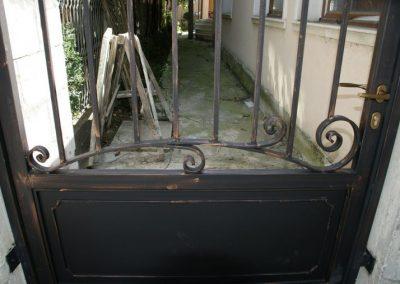 Дворни врати (103)