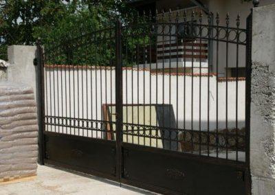 Дворни врати (133)